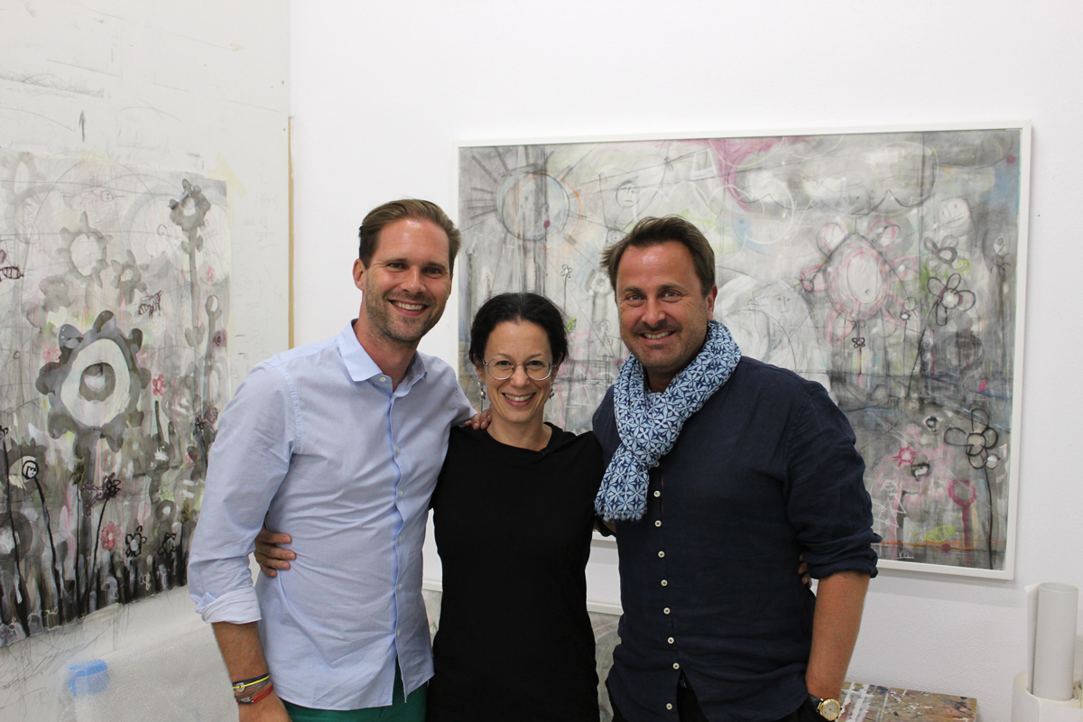Prime minister of Luxembourg visiting the studio of Greek artist Angelika Vaxevanidou